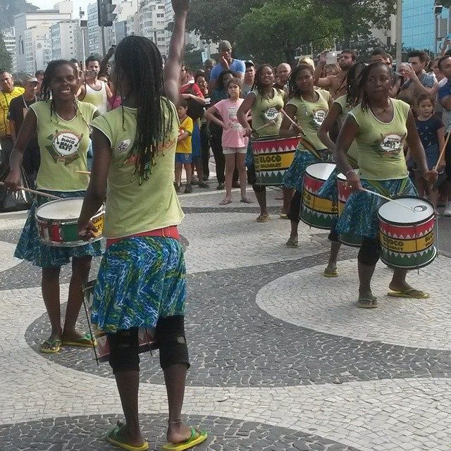Batucada #justnow #copacabana #worldcup2014 #riodejaneiro #streetview #brazil #copa2014bacana #photography #turismo #travel #futebol #music #Mondiali2014 @no_rumo #ritm #sound