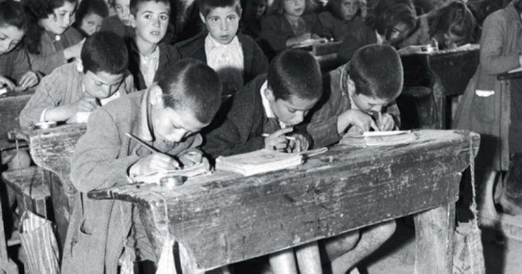Παλιές ασπρόμαυρες φωτογραφίες ελληνικών σχολείων μιας άλλης ξεχασμένης εποχής. | Τι λες τώρα;