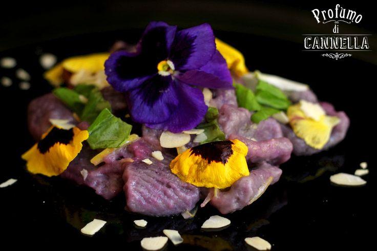 #gnocchi di patate vitelotte al limone e mandorle
