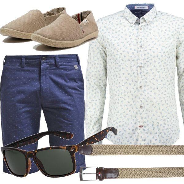 Un outfit in stile Riviera francese per l'uomo minimal e al tempo stesso curato e modaiolo. Bianco e azzurro sono un abbinamento di colore classico, ma le micro fantasie danno quel tocco di brio in più alla camicia e ai bermuda. Espadrillas e cintura di colore neutro, occhiali da sole tartarugati e sarete perfetti per le vacanze al mare in Costa Azzurra o in città.