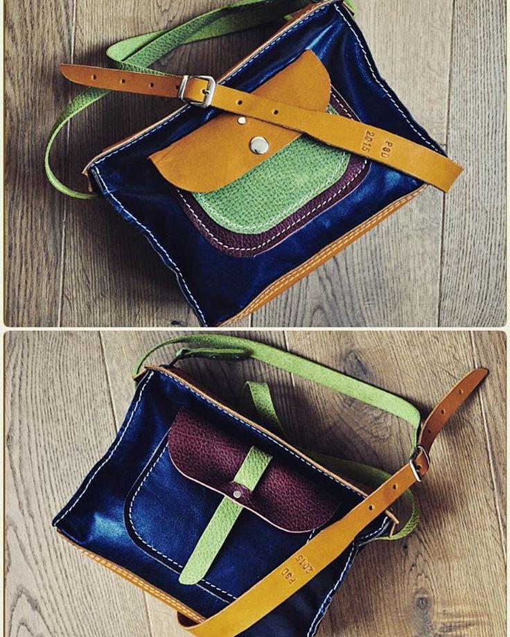 Двусторонняя  Небольшая сумка на каждый день - идеальный вариант для города. Сумка функциональна с обеих сторон - её можно носить любой стороной наружу.  Размеры 28 х 18 х 9  Сумка продана. Сделаю похожую на заказ (точное повторение невозможно) Возможен вариант в других цветах #Кожаная_женская_сумка #женские_дизайнерские_сумки #необычные_сумки #авторские_сумки #сумки_ручной_работы #handmade_bags #woman_leather_bags #burtsevbags #crossbody #сумка_через_плечо