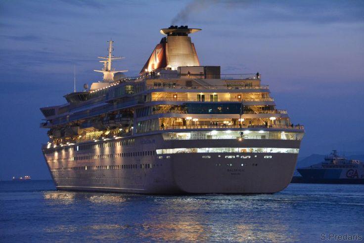 Το Balmoral αποπλέει βράδυ από τον Πειραιά. 15/11/2009.