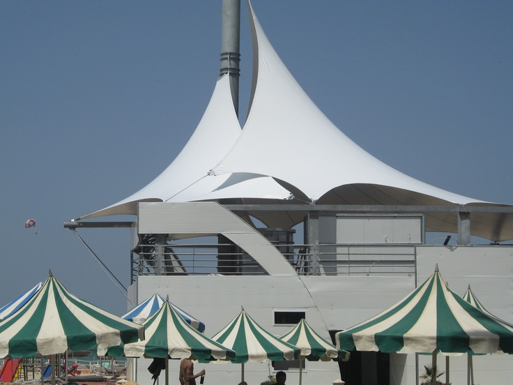 46 best images about restaurant tensile structures - Couverture terrasse restaurant ...
