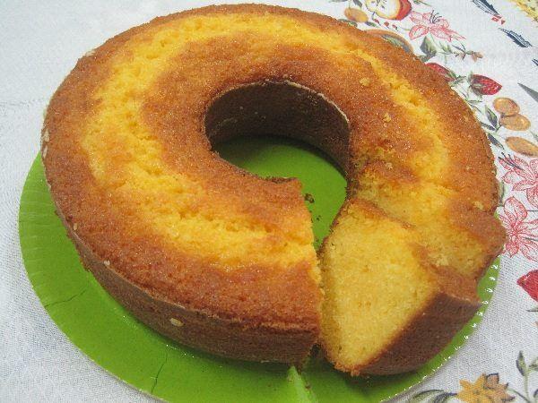 A Receita de Bolo de Milho com Laranja é úmida e deliciosa. Se bolo de milho já é bom, imagine com um toque de laranja? Com certeza, esse bolo é um dos mai