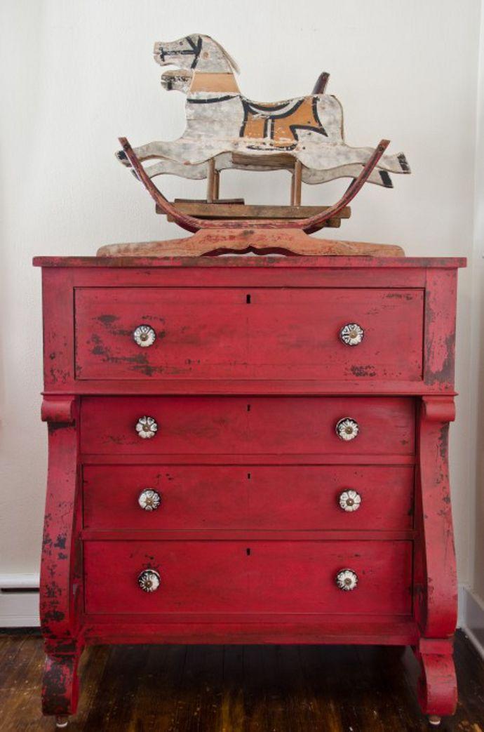 Mueble pintado con chalk paint roja