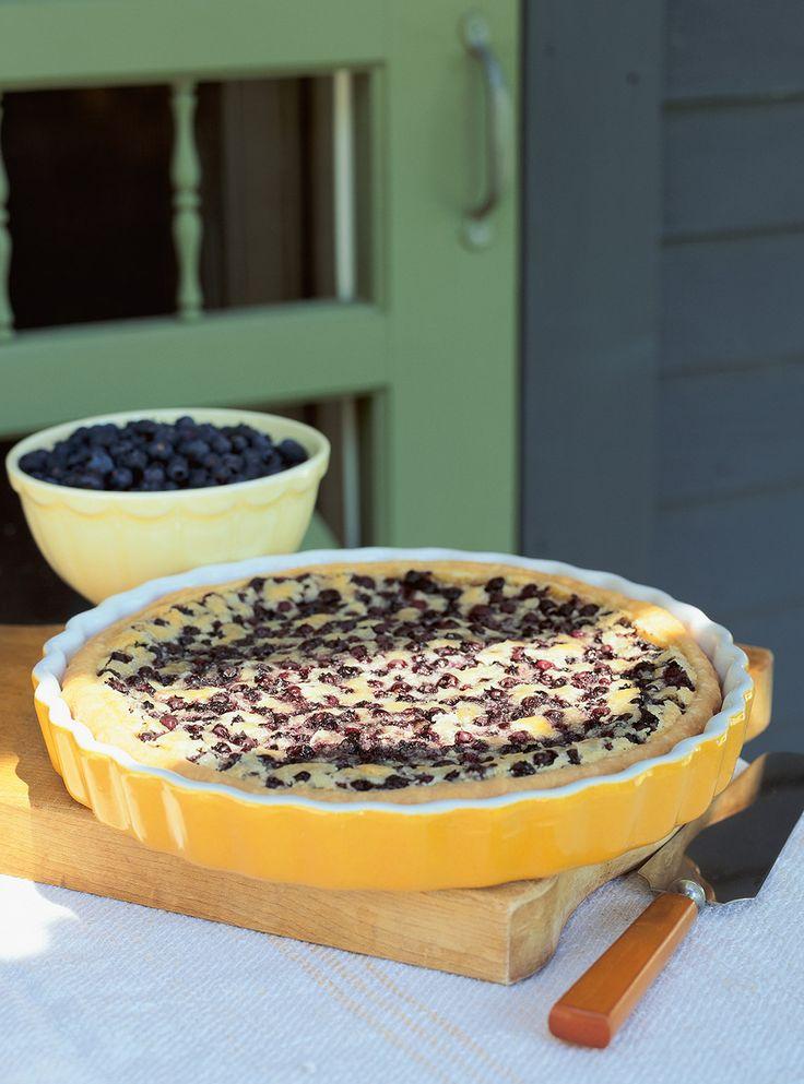 Recette du chef Ricardo. Une recette de tarte aux amandes avec une garniture aux bleuets. Un dessert à faire lorsque les bleuets sont à leur meilleur.