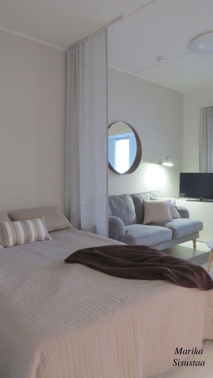 Pienen asunnon harmoninen ja lämmin tunnelma. Olohuone, makuuhuone ja ruokailutila mahtuivat loistavasti tilaan oikeilla mittasuhteilla. Tässä kodissa toistuvat harmaan ja beigen sävyt.