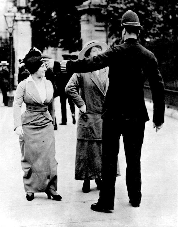 1912: Two suffragettes in conversation with a policeman.
