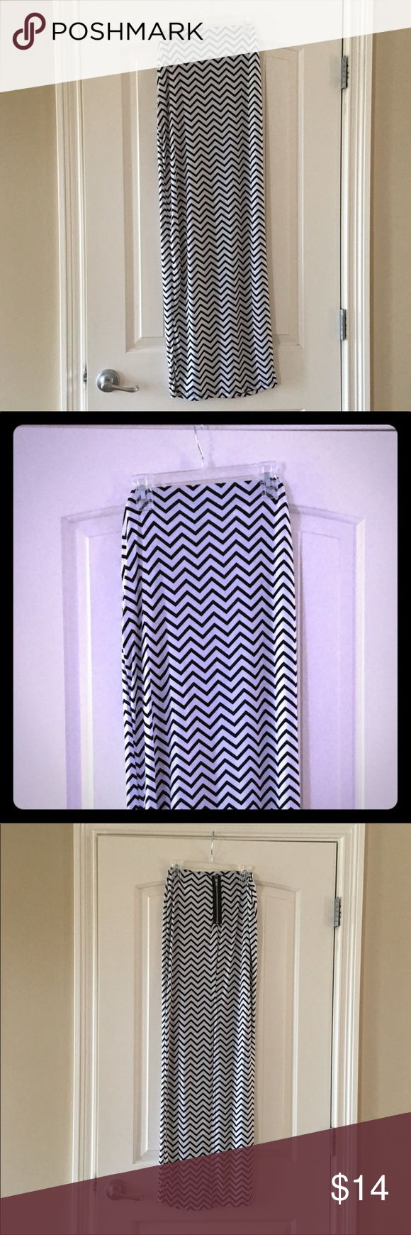 """Windsor Black & White Chevron Maxi Skirt Sz S Windsor black and white chevron maxi skirt Size S. Slit and non functional zipper on the back of the skirt. Very comfortable. Length is about 41"""". Kept in a smoke free home. Windsor Skirts Maxi"""