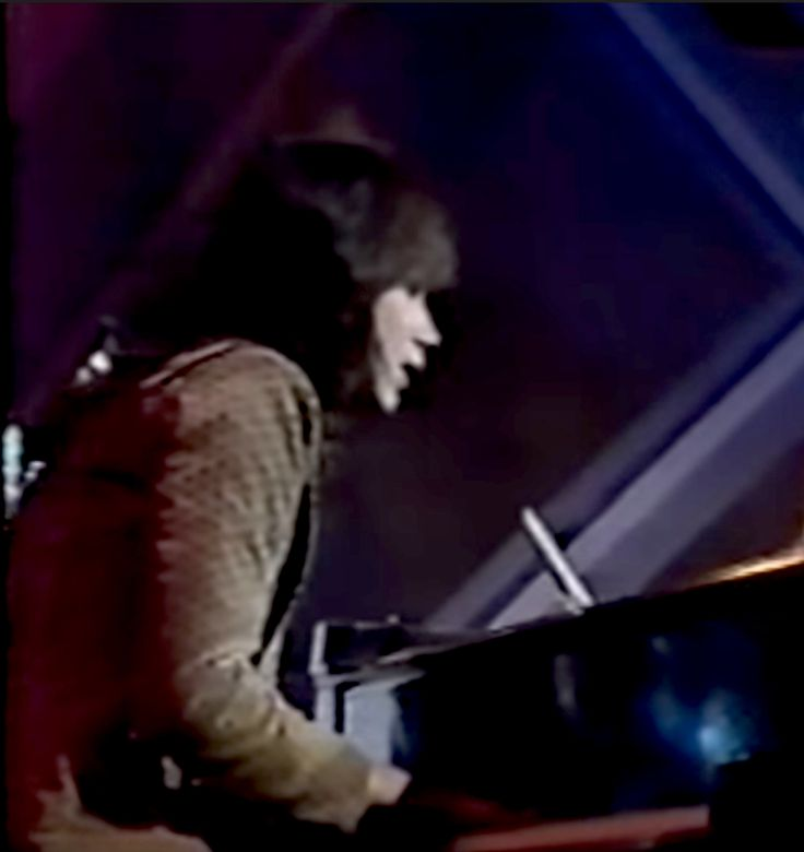 Alan Merrill singing and playing piano on the Arrows weekly TV series 1976.