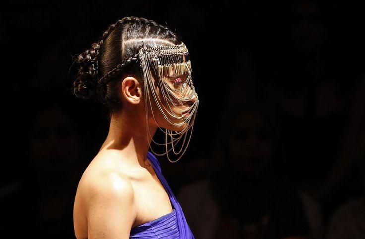 Le foto del 2014: un anno di moda sfilata dopo sfilata - See more at: http://www.rainews.it/dl/rainews/media/un-anno-di-moda-come-vestiremo-nel-2015-ee39bb7a-c9f8-4f1f-a67a-1496508a5f65.html#sthash.AdwtN5pG.dpuf