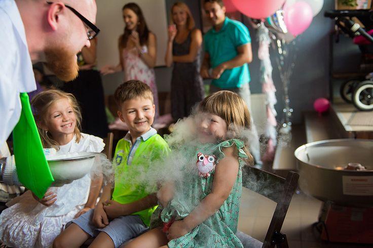 """😃 Спасибо за красивый отзыв @photo_orlova! Как же здорово! """"Яркие, живые, детские эмоции - это то, ради чего мы родители делаем праздники для своих детей. Сейчас огромное количество развлечений, но @nikolya_show , конечно, вне конкуренции. В восторге и дети и взрослые. А по активной ссылке в профиле вся серия с четырехлетия Варюши""""  #шоупрофессораниколя #курск #наукаэтоздорово #профессорниколя #шоуниколя #наука #шоу #химическоешоу #научноешоу #шоудлядетей #познавательно #опытысдетьми…"""