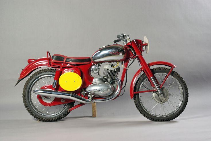 Jawa Motorcycles History | Photo in a studio of the Jawa 250cc of 1961