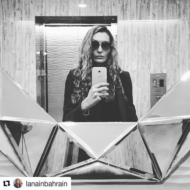 Checking out some beautiful apartments in a newly opened residential tower in Amwaj -  it has great sea views and ultra modern elevators playing christmasy Frank Sinatra music which was cool. My selfie here, apartment pics will be on our website tomorrow - link in bio. Have a great day everyone 🌞 #Repost @lanainbahrain (@get_repost) ・・・ Wake up Neo. The Matrix has you ✴ #realtor #luxury #home #property #architecture #realestateagent #luxuryrealestate #design #realtorslife #interiordesign…