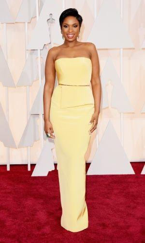 Jennifer Hudson escolheu um tomara que caia amarelo da Romona Keveza para ir ao Oscar