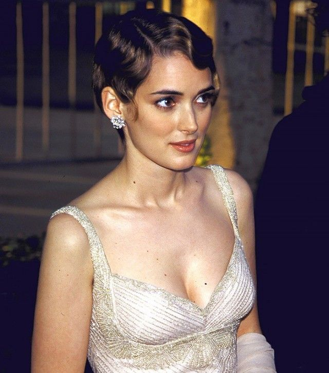 Winona Ryder went with a '20s-inspired coif for her iconic pixie cut at the 1996 Oscars