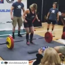 Jacked Blonde Chick Enters Powerlifting Competition, Unexpectedly Drenches The Crowd Watching Her