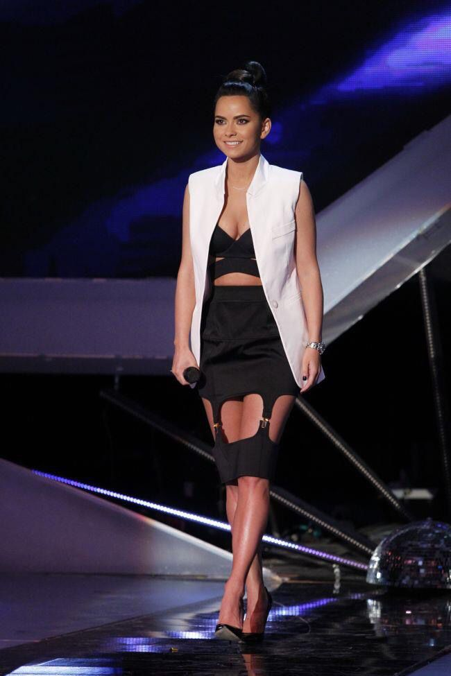 Inna ...singer....black and white outfit....love the pencil skirt,the sleeveless white blazer...all that taste in dressing up!