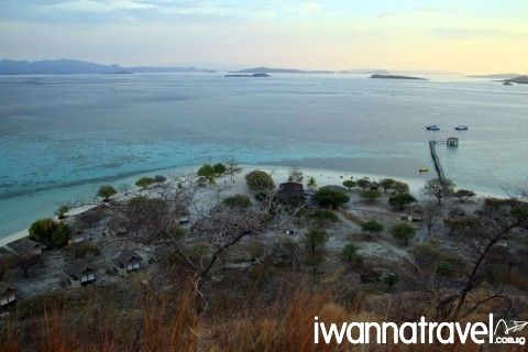 #FloresIndonesia kanawa Island in Komodo National Park. The waters around the idyllic island offers one of the best snorkeling site in the national park.