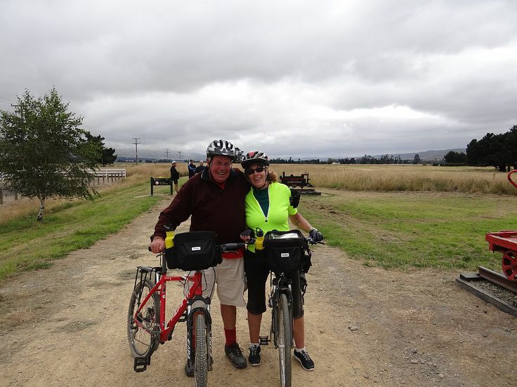 Happy cyclists at Middlemarch.