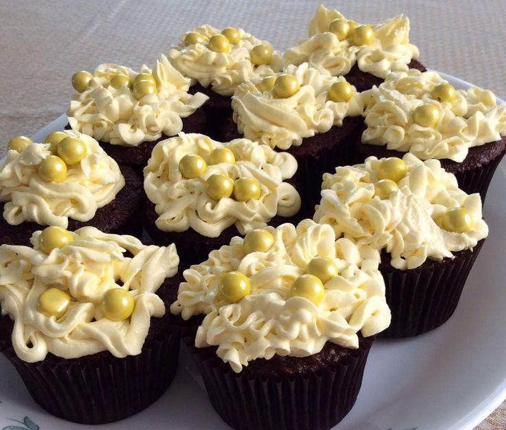 Yellow sixlet cupcakes