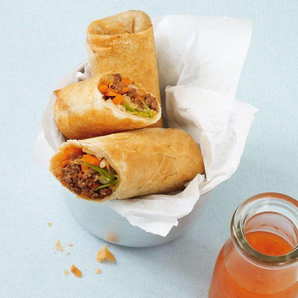 In China werden die lecker gefüllten Röllchen als Vorspeise serviert. Wir füllen sie mit Hackfleisch und Gemüse – so machen die Kleinen auch richtig s...