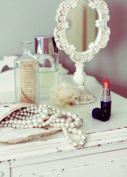 lipstick & pearls: Red Lipsticks, Vintage Mirror, Vintage Vanities, Dresses Tables, Style, Vintage Glamour, Pearls, Vintagemirror, Things