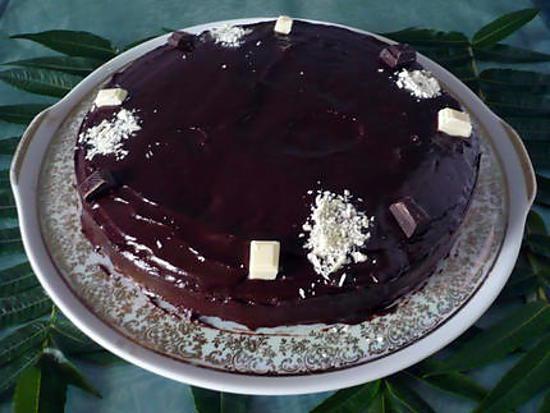 La meilleure recette de Gateau au chocolat et sa ganache! L'essayer, c'est l'adopter! 4.8/5 (32 votes), 132 Commentaires. Ingrédients: 200g de chocolat 125g de farine 125g de sucre 125g de beurre 3 oeufs 1 sachet de levure pour la ganache:  100g de chocolat au lait 20g de beurre