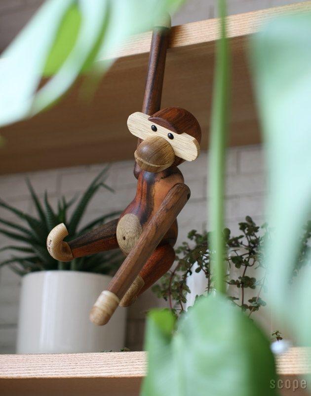 Wooden Animals - Monkey by Peter Bojesen - Deens Design. Verkrijgbaar bij www.zinaantafel.nl