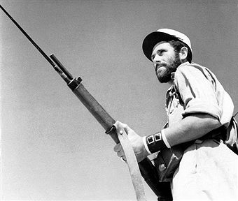 Portrait d'un légionnaire des Forces françaises libres durant la Bataille de Bir Hakeim en Libye, en 1942. Pin by Paolo Marzioli