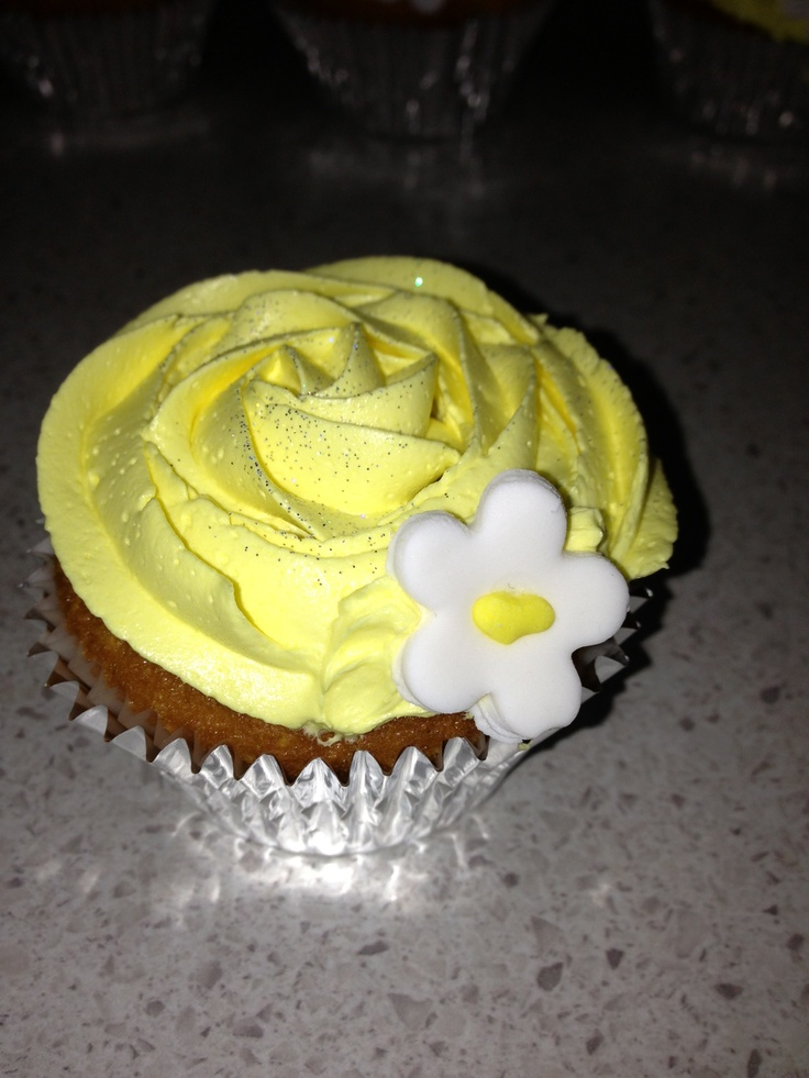 Honey cuppies with buttercream . Yellow rose inspired by Melbourne cup day