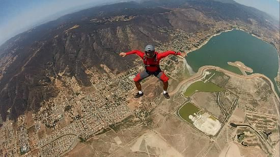 You can hire a professional Skydiving Video report and / or pictures in the middle to take a souvenir of your jump. :-  #Skydiving_Prices #Skydiving_In_Los_Angeles #Tandem_Skydiving