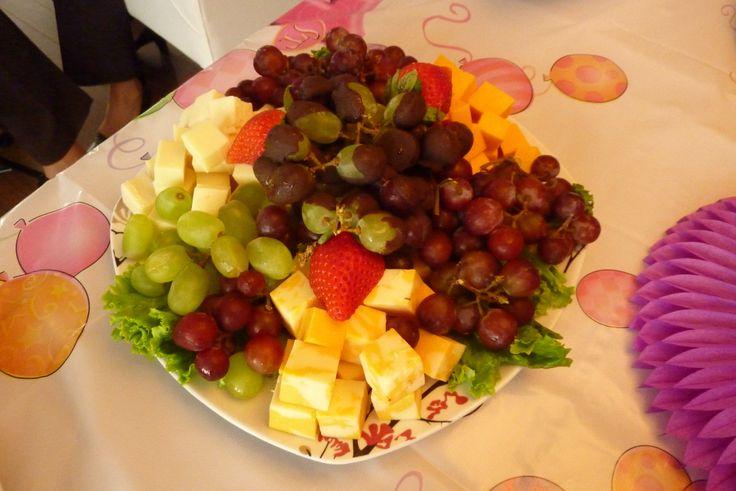 Concevoir sa propre assiette de buffet-Raisins et fromages JR