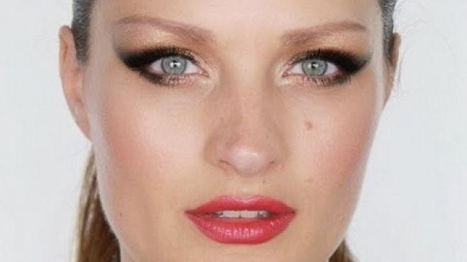 Bond Kızı 1970'ler Işıltılı Göz Makyajı Tekniği - Özel günler için veya günlük yapabileceğiniz Bond kızı 1970'ler ışıltılı göz makyajı uygulaması (Bond Girl 70's Shimmer Makeup Video)