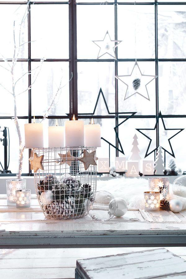 Dieser Adventskranz aus Metall von Depot lässt sich nach Lust und Laune mit Kerzen, Tannenzapfen, Sternen, Kugeln & Co. individuell dekorieren und