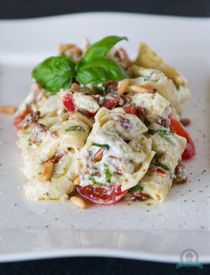Tortellonisalat mit Ricottacreme