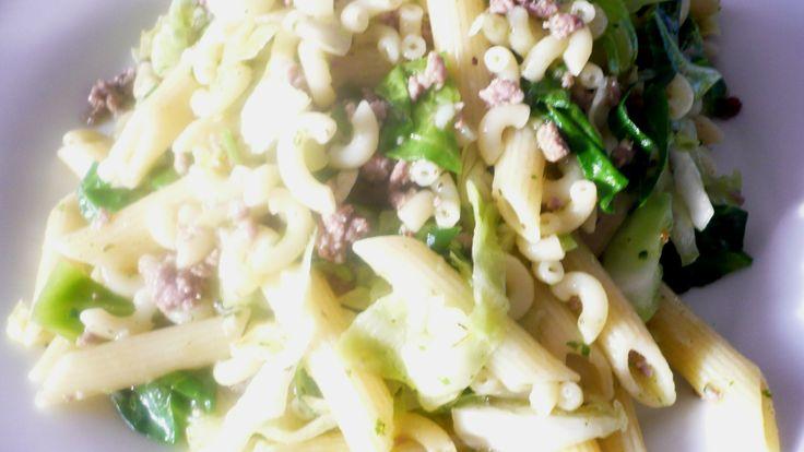 Biologische groente en vlees van Boerderij Valkendam, gecombineerd met panne en elleboog macaronie, verse basilicum en knoflook en himalayan zeezout. Smakelijke groet, Tammy Wong van Koken Met Specerijen