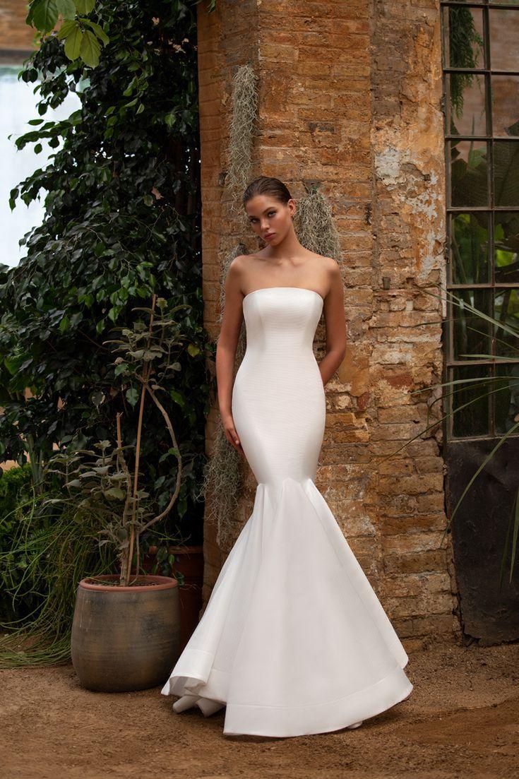 This Royal Inspired Zac Posen S New Bridal Collection With White One Zac Posen Wedding Dress Wedding Dresses Bridal Collection [ 1103 x 735 Pixel ]