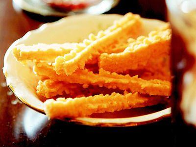 Trisha Yearwood's Cheese Straws Recipe