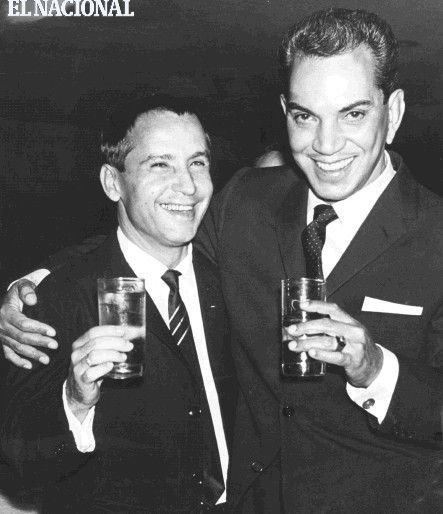 Mario Moreno (Cantinflas) junto al animador Amador Bendayán. (ARCHIVO EL NACIONAL)
