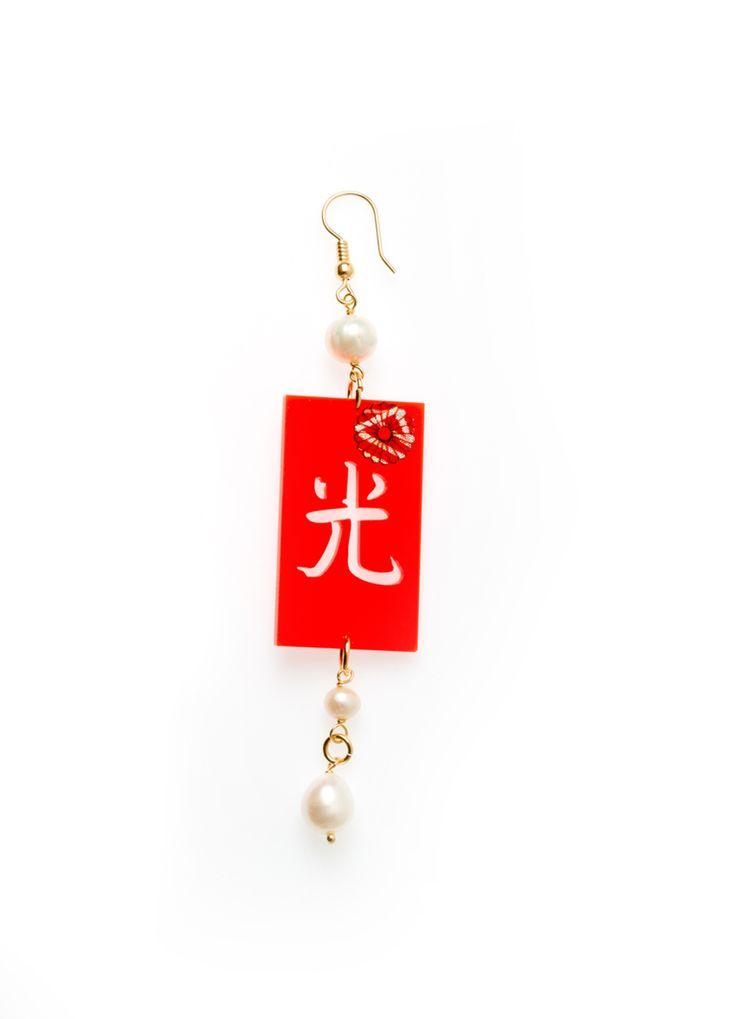 La collezione kimono in plexiglass è una collezione coloratissima in plexiglass montata con elementi in ottone galvanizzato oro. Le pietre che arricchiscono...