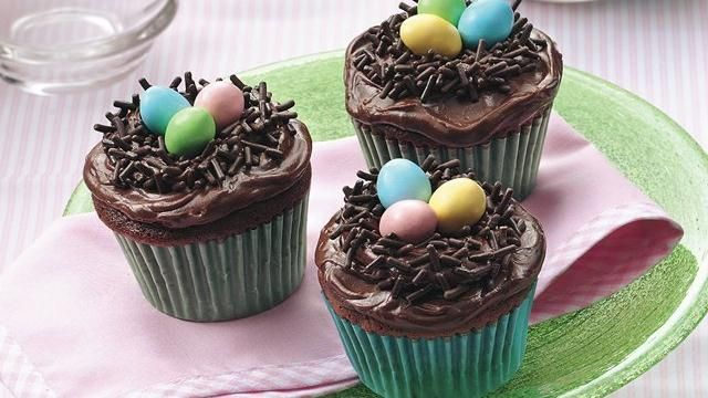 Kids can help decorate these cupcakes that will add a whimsical touch to any springtime occasion.