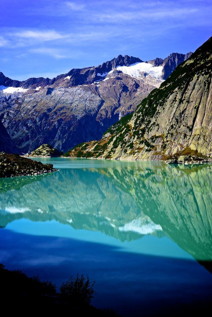 Watch the Refreshing View of Switzerland with Stunning Mountain and Lake Scenery