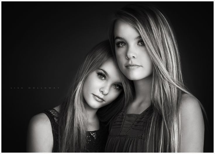 Black and white studio portrait of beautiful twin sisters. LJHolloway Photography is a Las Vegas Senior Photographer.