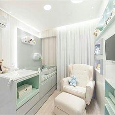 Quarto bebê l Amei esta composição no cinza com verde! Destaque para o design do berço com cômoda acoplada, ficou um mimo! Projeto @lm_arquitetura #bedroom #babyroom #bebe #baby #babies #cute #decorblog #decoracion #homedecor #decor #quartodebebe #luxurydesign #colors #cores #arquitetura #love #instababy #blog #interiordesign #blogfabiarquiteta #fabiarquiteta  Blog www.fabiarquiteta.com  fabiarquiteta
