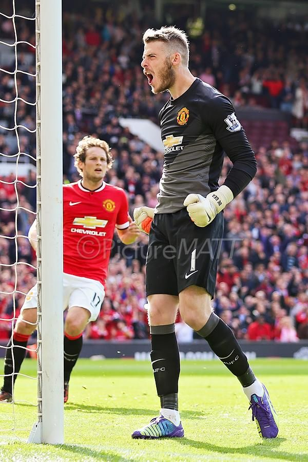 David De Gea reacts to saving Leighton Baines' penalty just before half time #MUFC #EFC