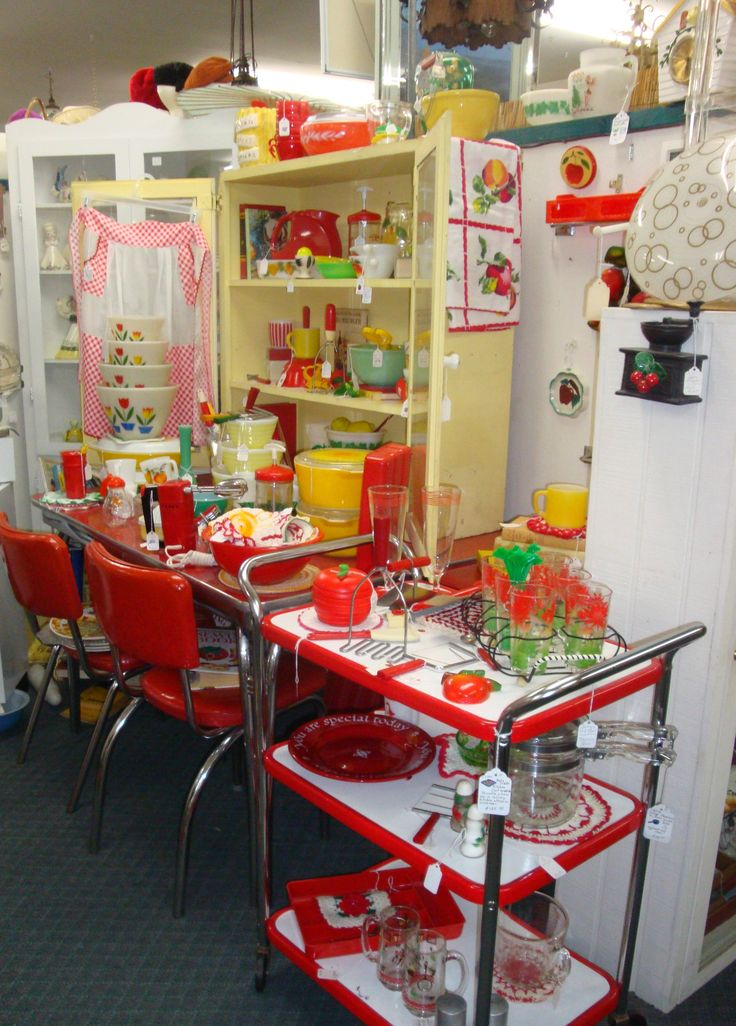 Retro Kitchen store display. That looks like a little piece of heaven right there! I'd love to visit that store. I'd probably never leave...