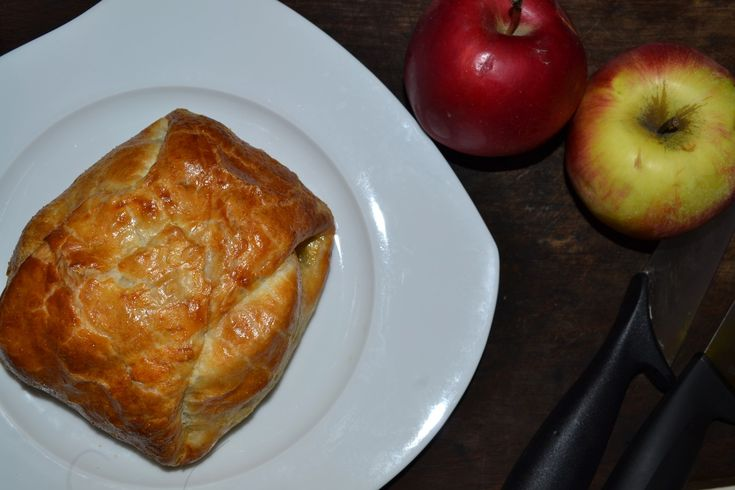 Camembert almás-leveles pongyolában - Crescent wrapped baked Camembert and apples
