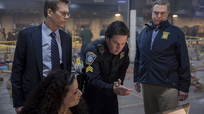 """Review: 'Patriots Day' honors Boston Bombing victims - Last year, director/writer Peter Berg made """"Deepwater Horizon"""", a true-story action thriller that starred Mark Wahlberg saving numerous people from explosions. This year Berg made """"Patriots Day"""", a true-story action thriller that stars Mark Wahlberg saving numerous people from explosions. At leas... - http://azbigmedia.com/experience-az/review-patriots-day-nails-true-story-action-genre"""