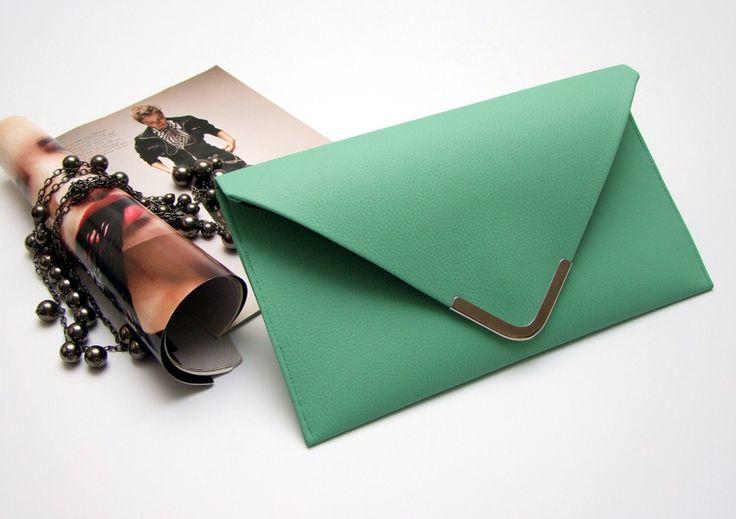 miętowa kopertkówa, idealnie będzie pasować do tamtych bucików :D